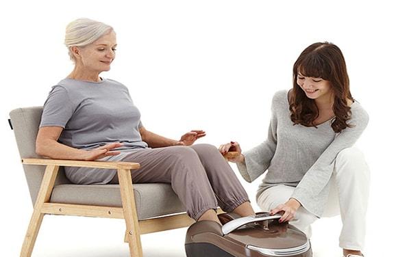 máy massage chân người bạn tuyệt vời của người già