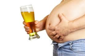 Uống nhiều bia rượu nguy cơ gây béo bụng