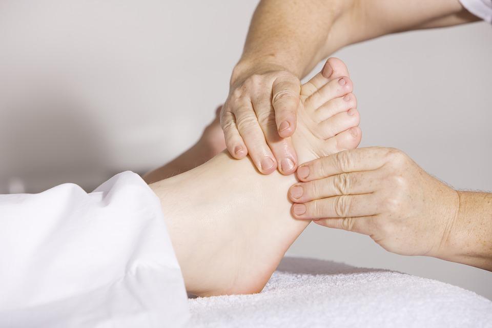 Chăm sóc đôi bàn chân với may mat xa chan